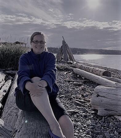 marla-seo-coach-for-sensitive-solopreneurs-sunset-driftwood-at-beach